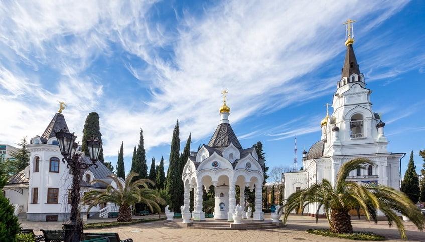 Собор Михаила Архангела в Сочи - фото