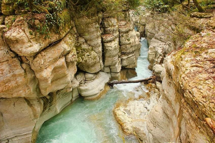 Белые скалы - лучший каньон в Сочи - фото