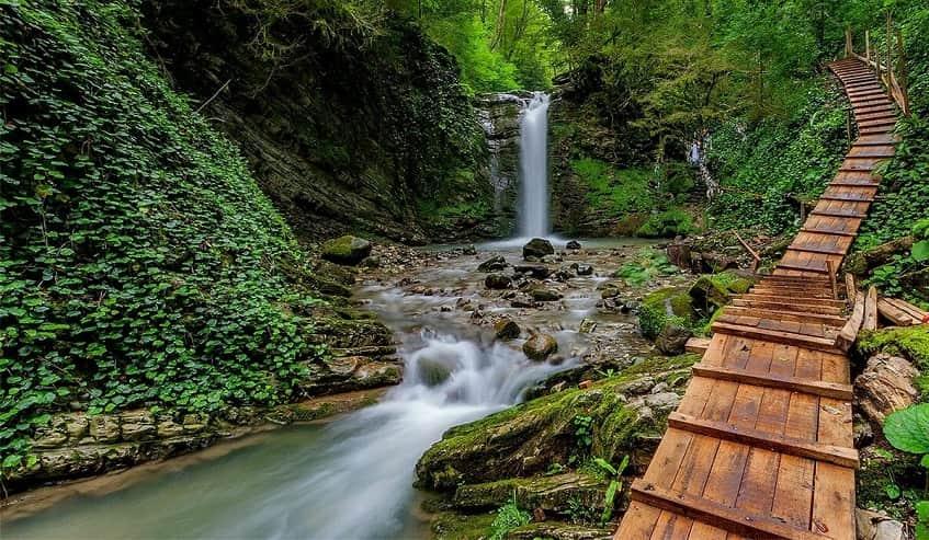 Часть территории 33 водопадов - фото