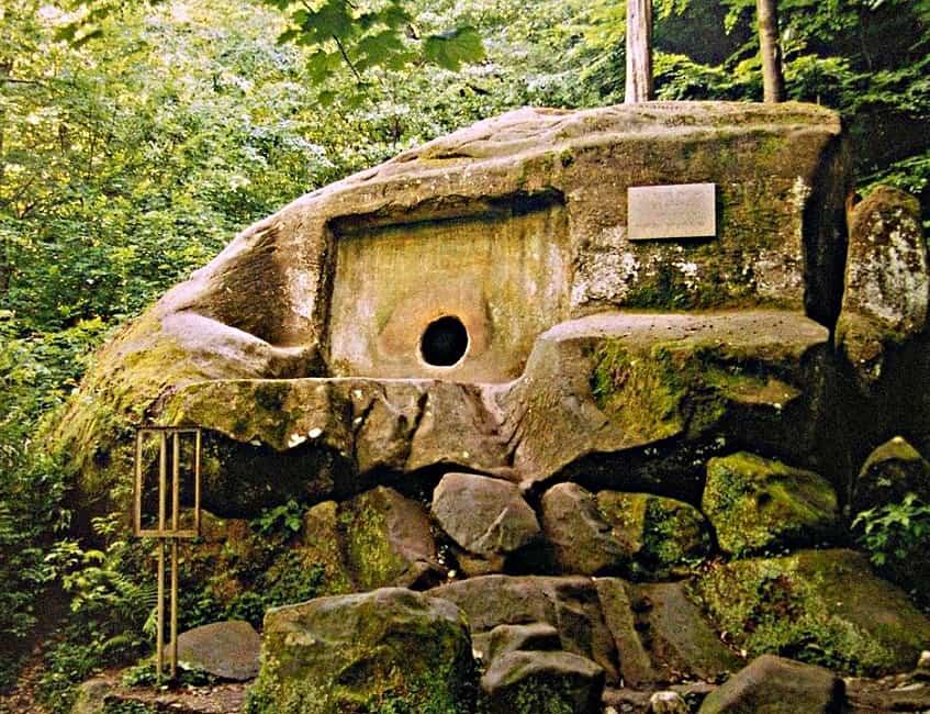 Древнейший Волконский дольмен - фото