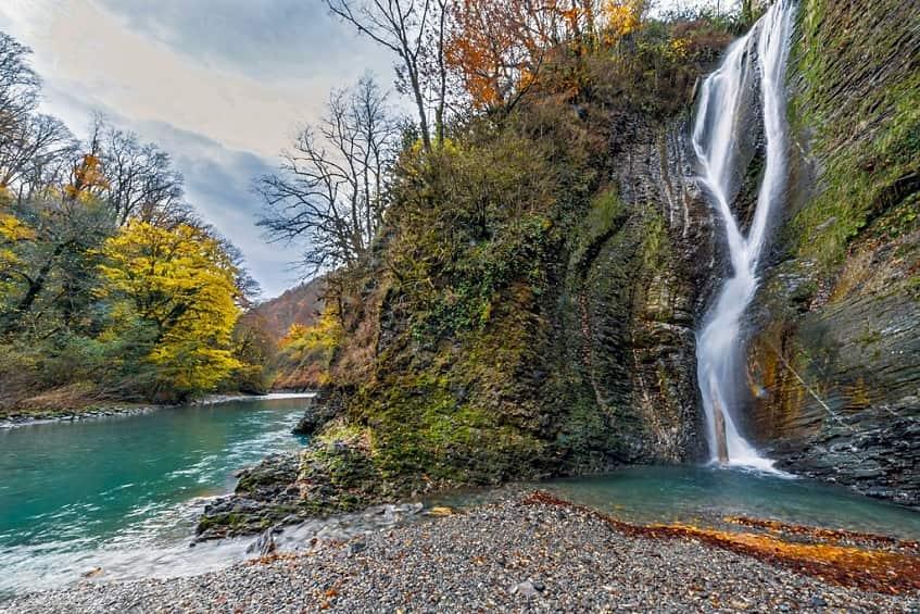 Ореховский водопад осенью - фото