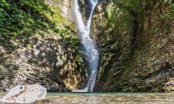Ореховский водопад весной - фото