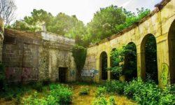 Ruiny-zabroshennogo-restorana-Ahun