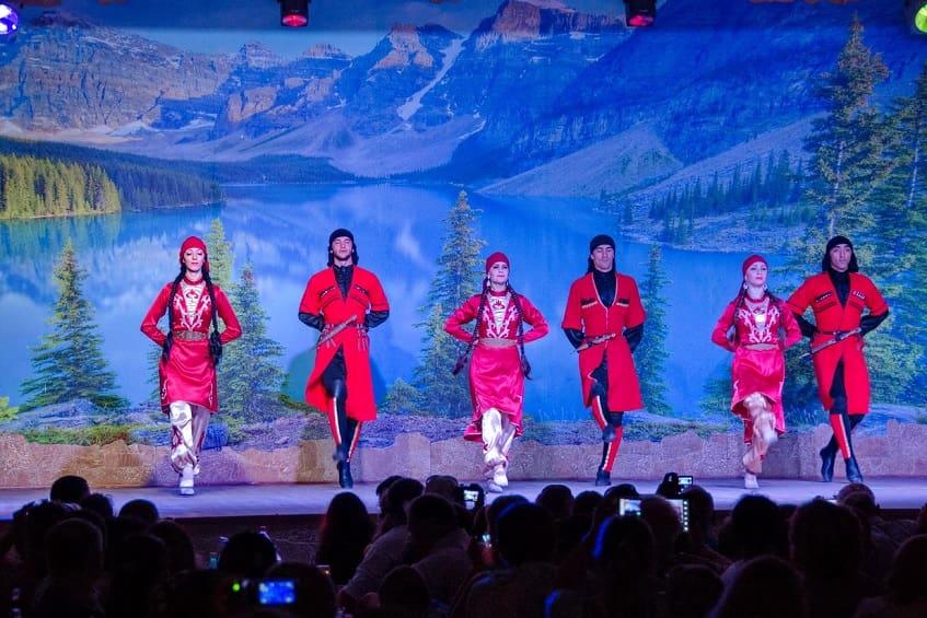 Шоу Кавказское застолье - фото