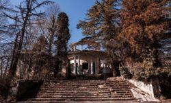 Zabroshennyj-restoran-Ahun-v-osennij-period