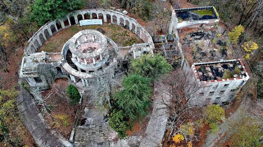 Заброшенный ресторан Ахун - фото