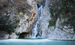 Зимний Агурский водопад - фото