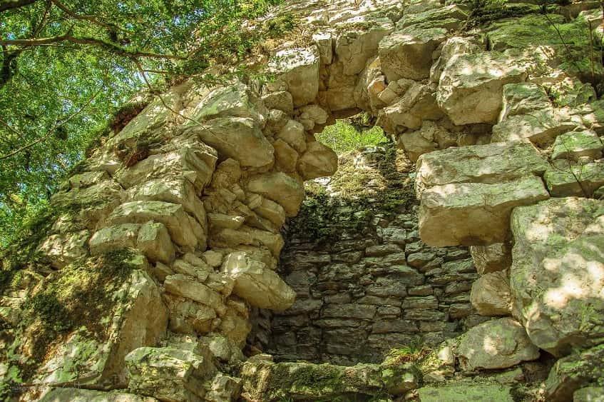 Древняя крепость - фото