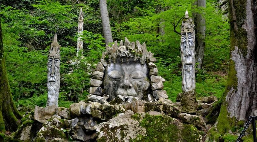 Каменная скульптура Деметры - фото