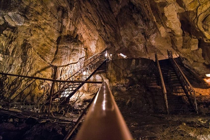 Лестницы в Воронцовской пещере - фото
