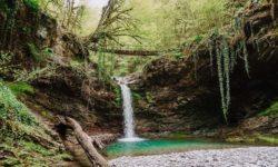 Neopisuemaya-krasota-Azhekskih-vodopadov