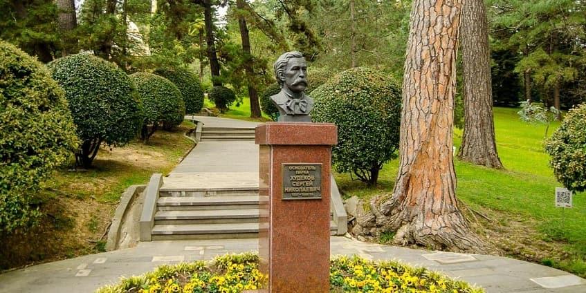 Памятник Худекову Сергею Николаевичу - фото