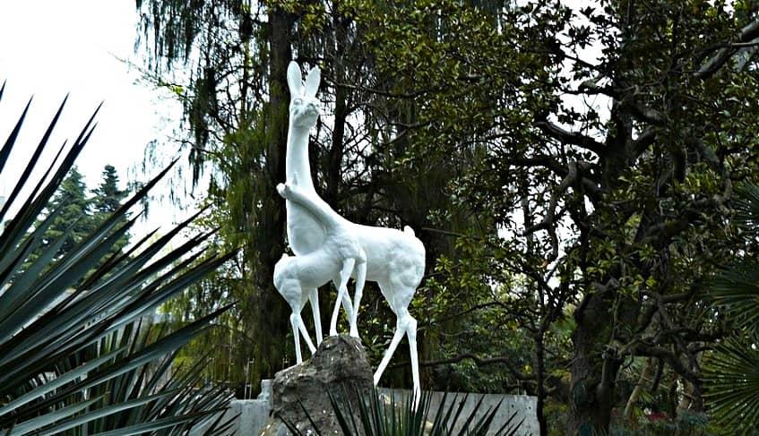 Скульптура Лань с детенышем - фото