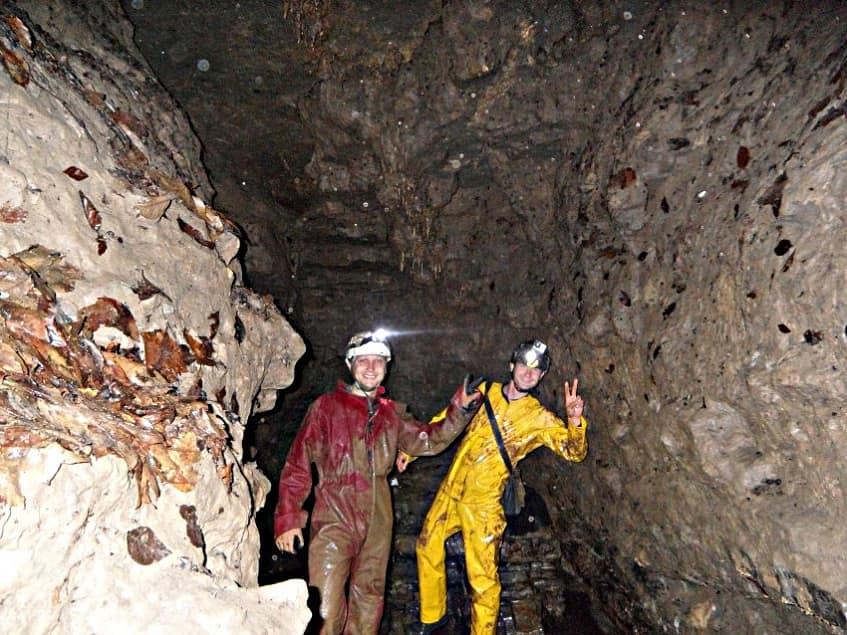 Вход в пещеру Долгая - фото
