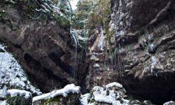 Vodopad-Past-drakona-v-zimnij-period