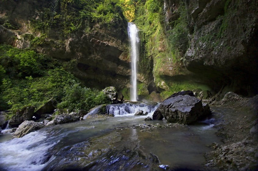Водопад в летний период - фото