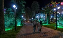 Навагинская в Сочи ночью - фото
