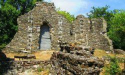 Razvaliny-Vizantijskogo-hrama-v-Loo
