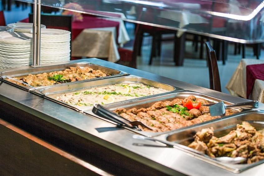Ассортимент блюд одного из кафе - фото