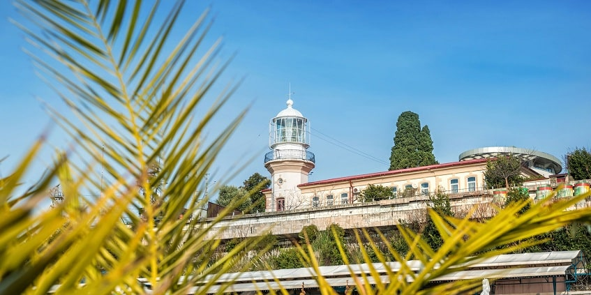 Вид на главный маяк - фото