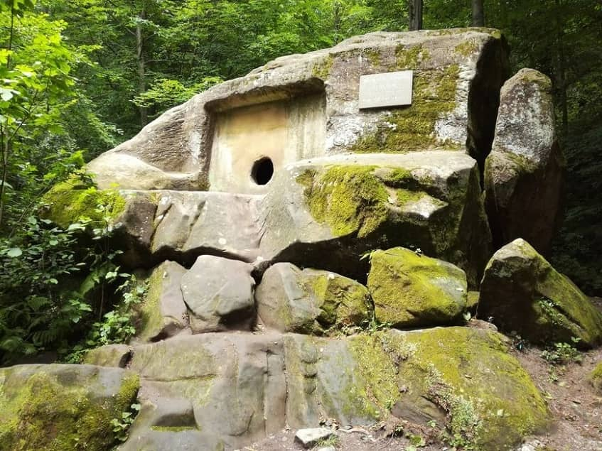 Главный памятник Волконского ущелья - фото