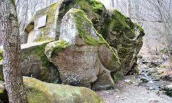 kamennyj-monolit