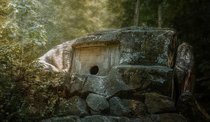 Рисунок древнего дольмена - изображение
