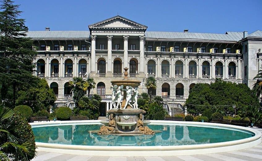 Сказочный фонтан санатория - фото