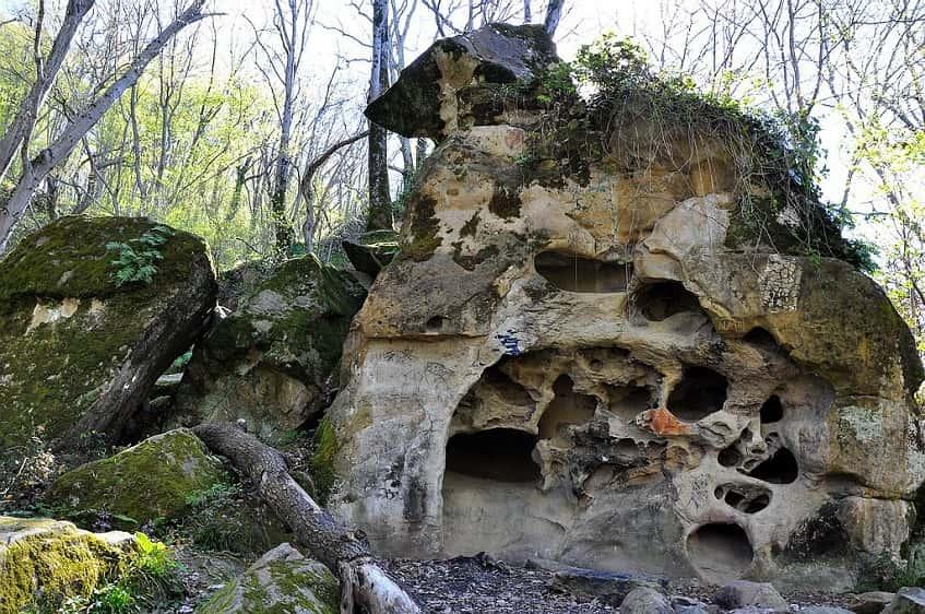 Волконский дольмен - фото