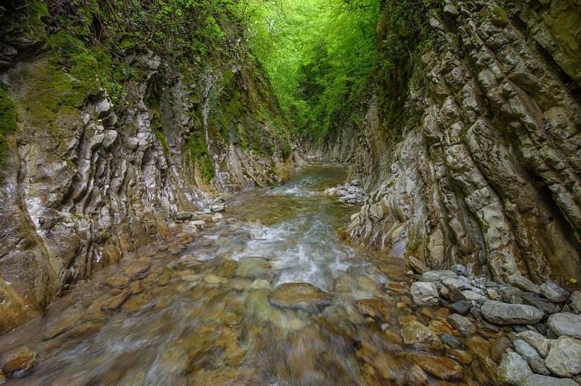 Мамедово ущелье в летний период - фото