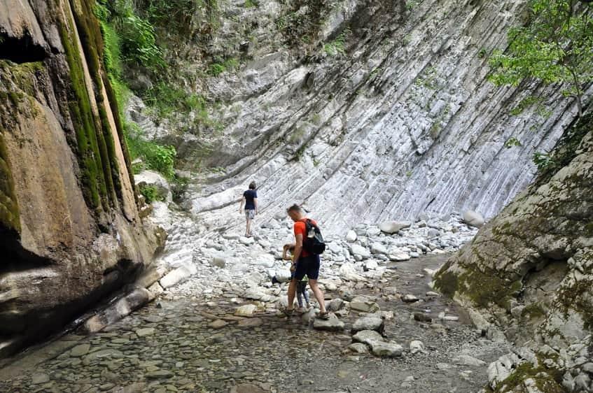 Прогулка в ущелье - фото