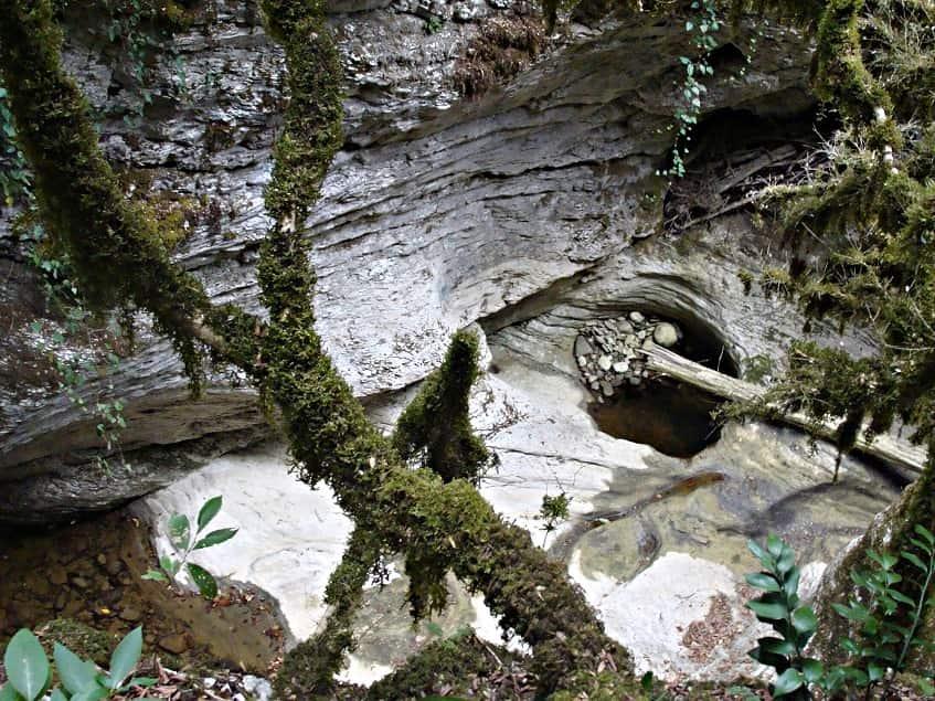 Белые камни каньона Сказочный - фото