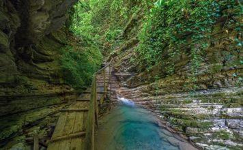 Деревянная дорога каньона Прохладный - фото