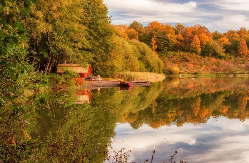 Калиновое озеро осенью - фото