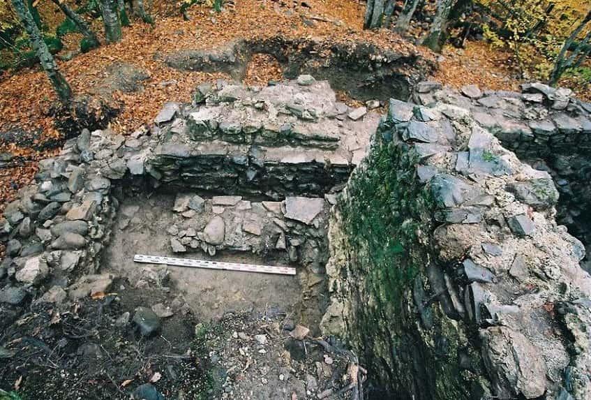 КрепостьАчипсе осенью - фото