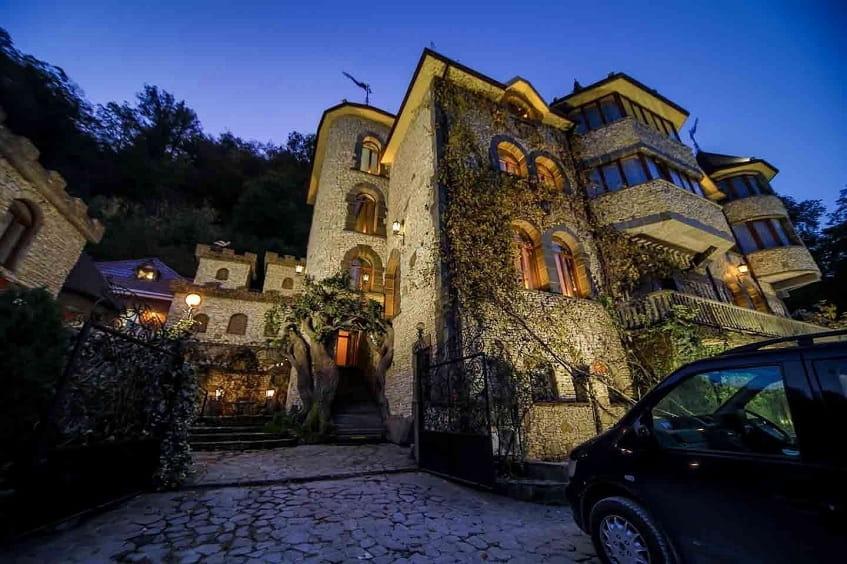 Самый популярный армянский ресторан в замке - фото