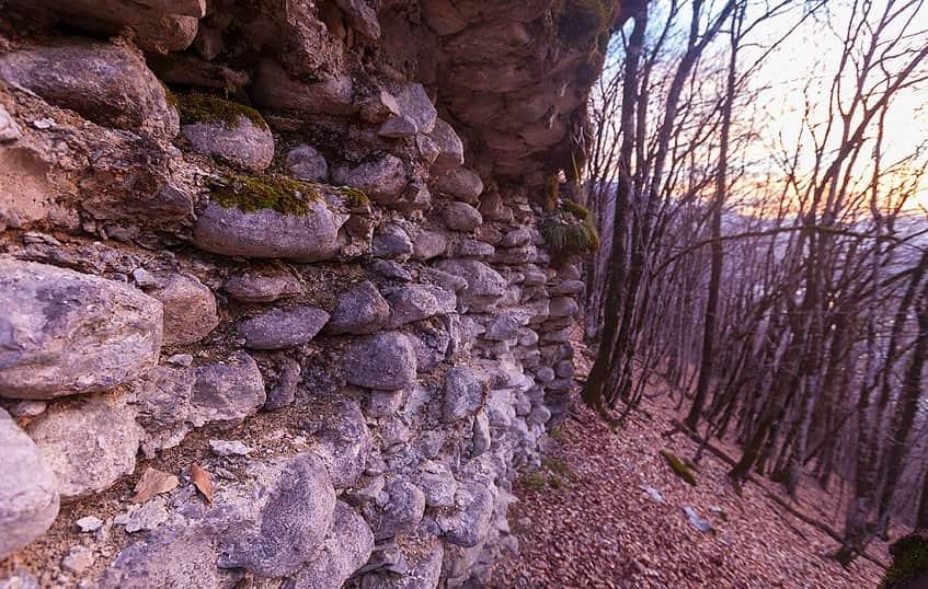 Старинная кладка камня - фото