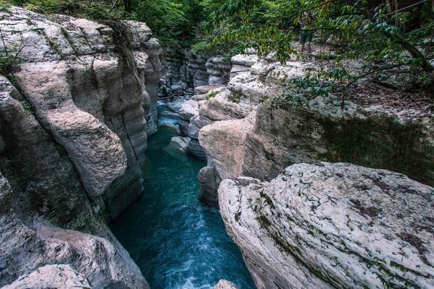 Вид на Навалищенское ущелье - фото