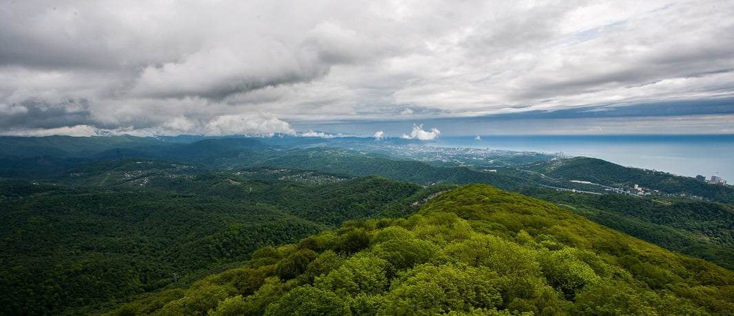 Вид на горы с высоты - фото