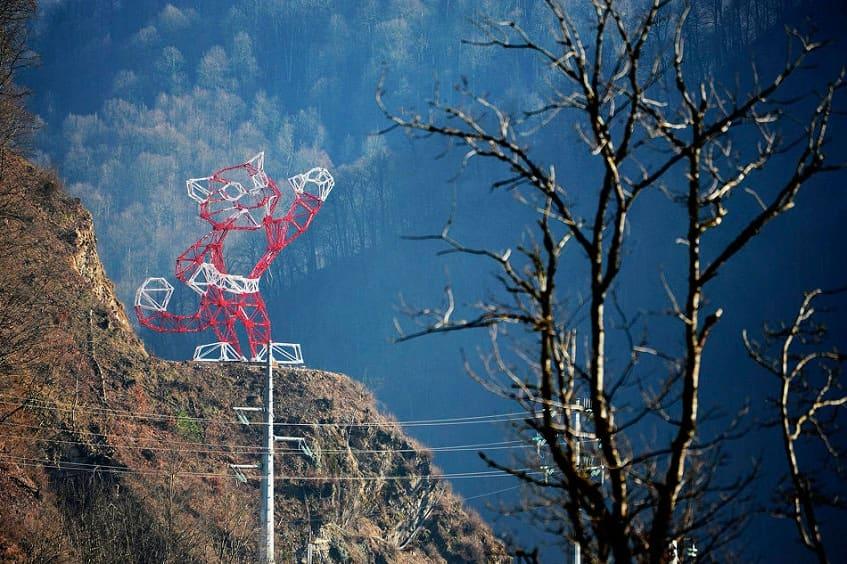 ЛЭП в виде снежного барса - фото