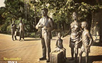 Памятник Бриллиантовая рука в Сочи - фото