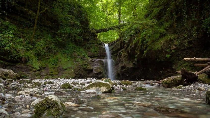 Шелковистый водопад - фото