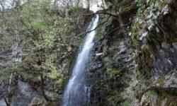vesennij-vodopad
