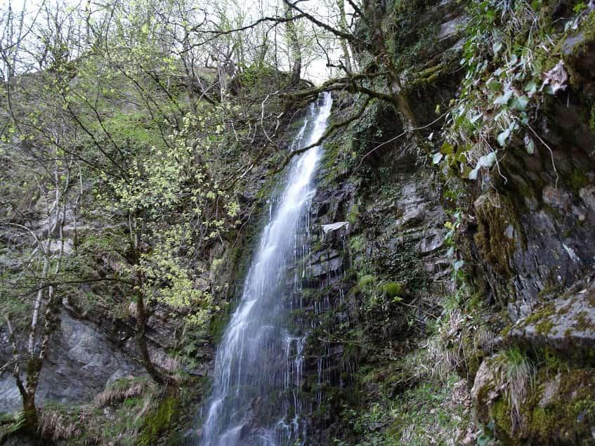Весенний водопад - фото
