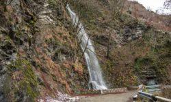 vodopad-zimoj