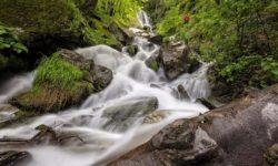 shelkovistyj-ruchej-vodopada
