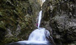 turist-u-vodopada-bzogu