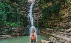 vodopad-neobyknovennoj-krasoty