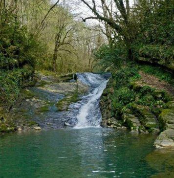 Водопад Райское наслаждение в Лоо - фото