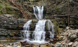 panoramnaya-lestnica-u-kaskadnogo-vodopada